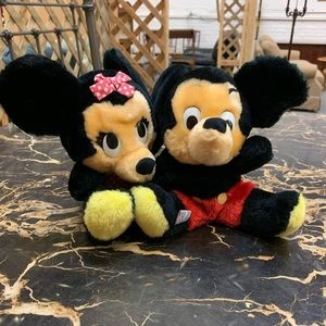 Vintage Minnie and Mickey Mouse Couple